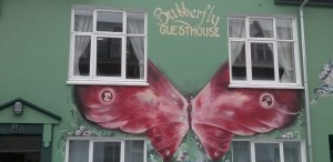 Versteckte Kunstwerke in den Seitenstraßen von Reykjavik