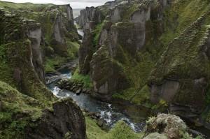 Fjaðrárgljúfur im Süden Islands - Bildquelle: Ptj56 bei Wikipedia