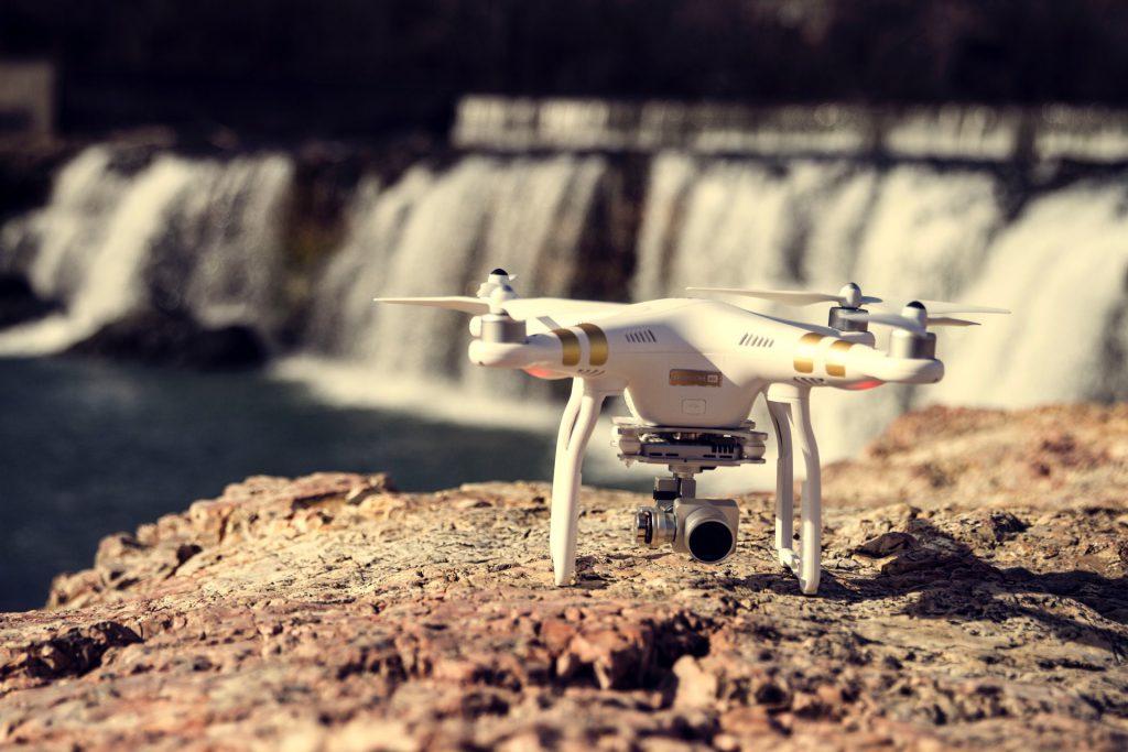 Eine Drohne in Island