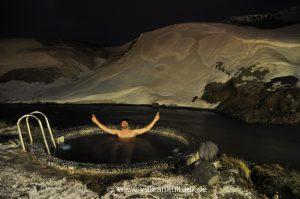 Florian in einem Hotpot in Hveragerði in Island