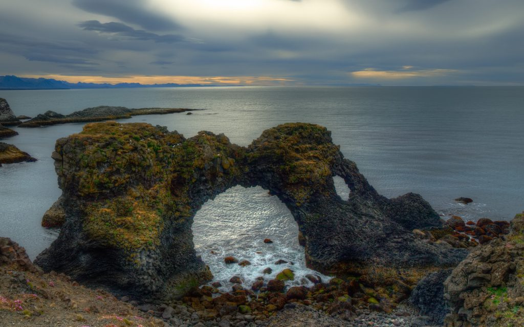 Steinformation Gatklettur auf Snæfelsness in Island