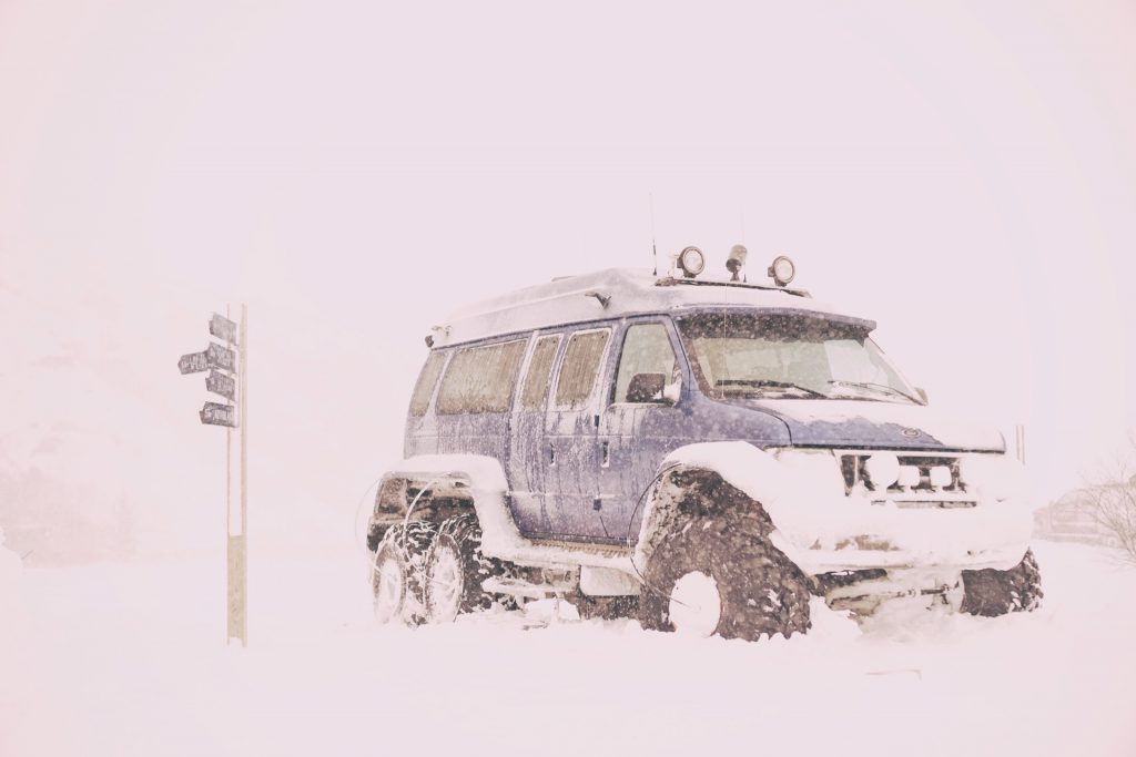 Superjeep Zeit: Island im Winter