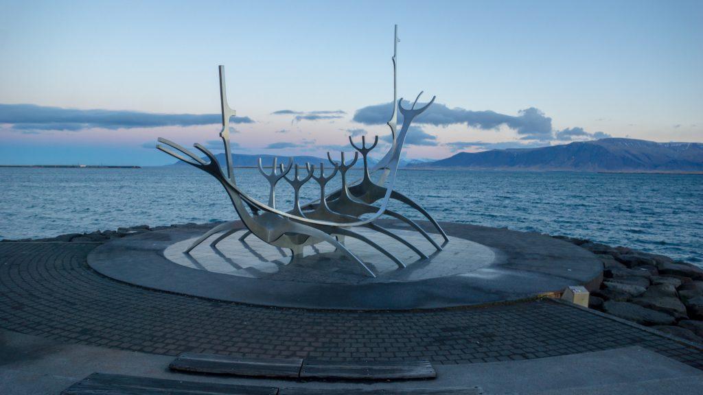 Der Sun Voyager auf dem Weg zum alten Hafen in Reykjavik: Völlig kostenlos