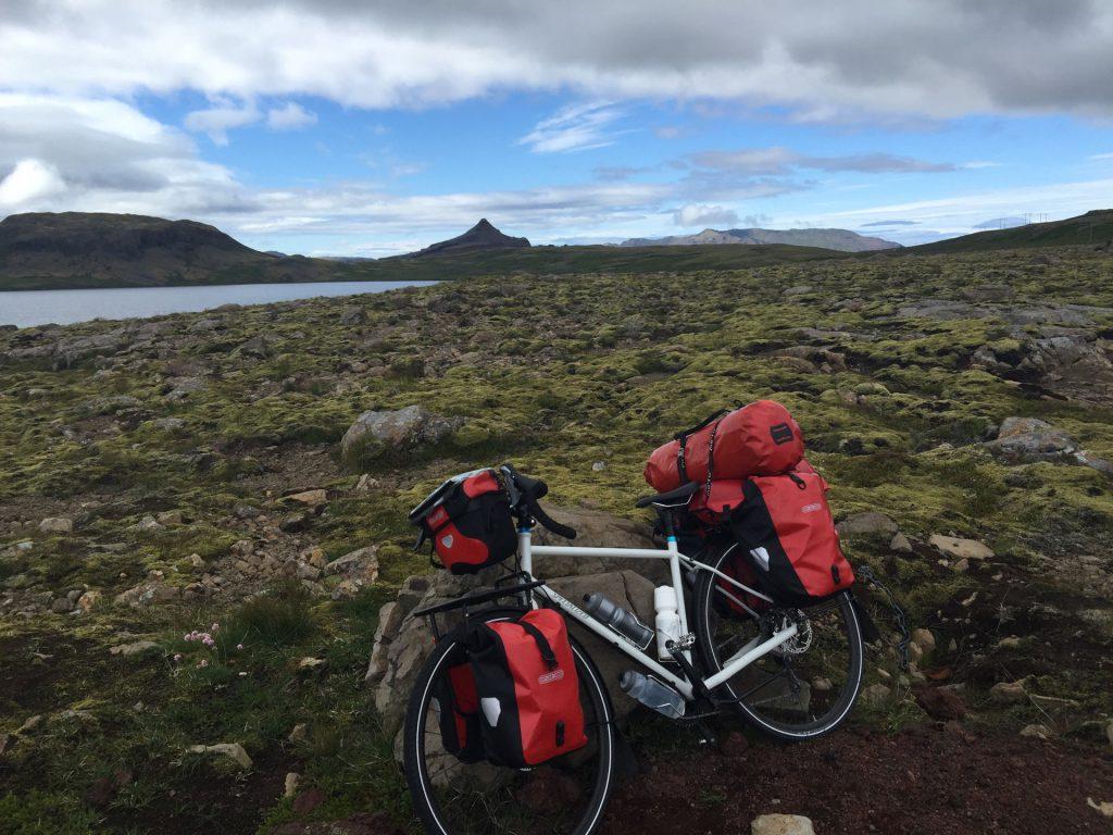 Fahrrad mit Gepäck in Island
