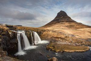 Kirkjufell auf Snæfellsnes, einer von Islands schönsten Wasserfällen