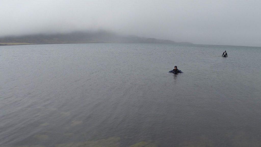 Tauchen & Schnorcheln im geothermalen See Kleifarvatn in Island