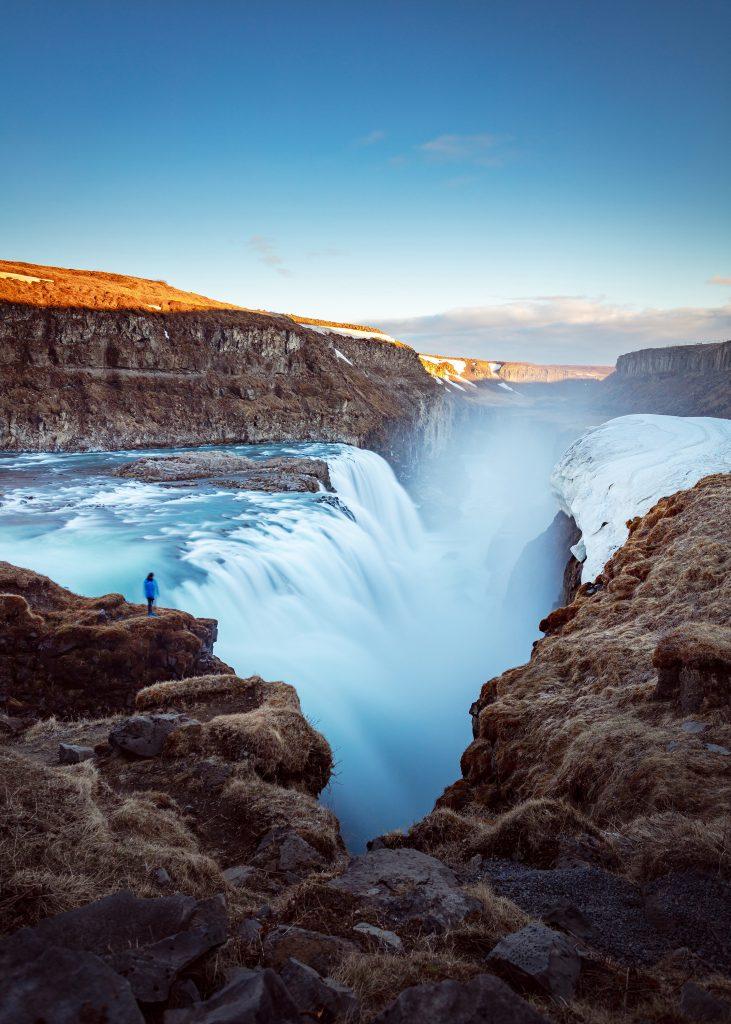 Nicht weit von Þingvellir findet sich am Golden Circle der Gullfoss, Islands wohl bekanntester Wasserfall