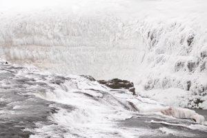 Highlight im Winter: Der Wasserfall Gullfoss friert vollständig zu