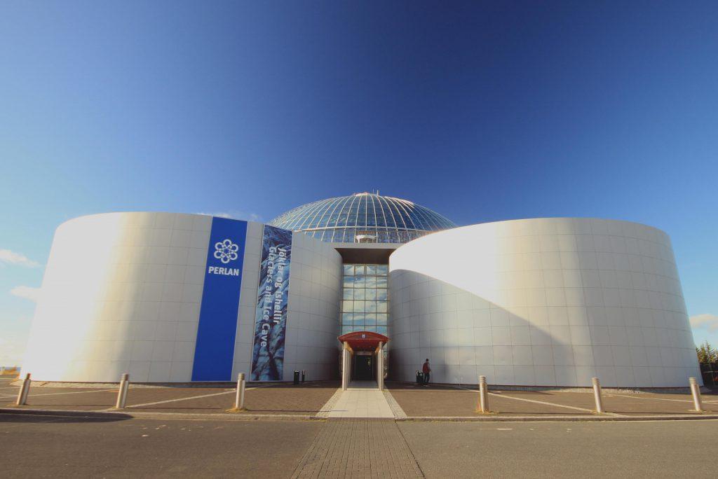 Das Perlan Museum in Reykjavík und die Aussicht vom Dach istkostenlos