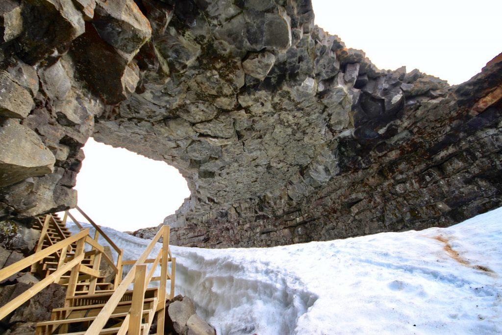 Der Eingang zur Víðgelmir Lava Höhle in Island