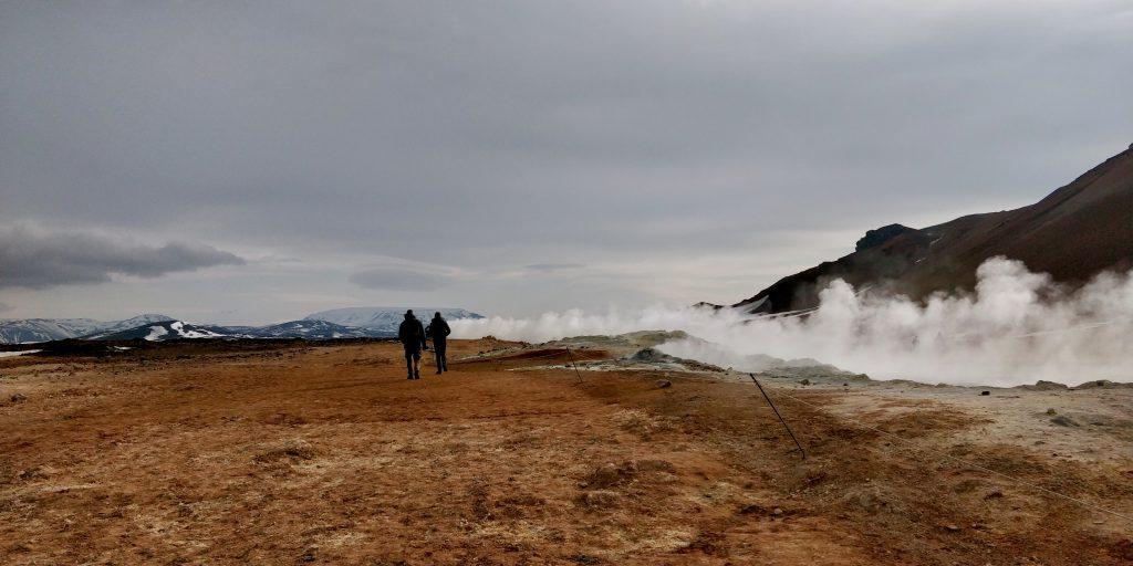 Das Geothermalgebiet Námafjall liegt ganz in der Nähe des Gästehaus