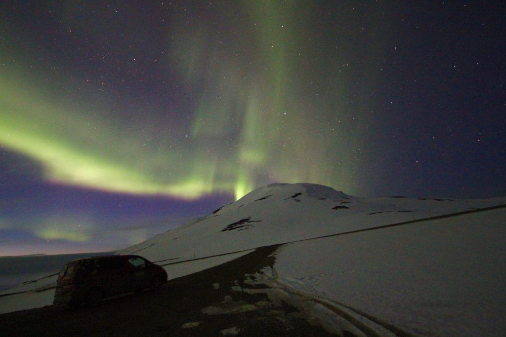Großer Vorteil bei der Campervan Tour im Winter: Nordlichter in Island