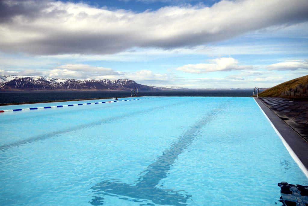 Das vielleicht schönste Schwimmbad Islands: Sundlaugin á Hofsósi